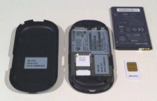 箱からHW-01C本体を取り出して、SIMを差し込みます