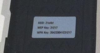 本体裏蓋に書いてあるSSIDとWEPキー