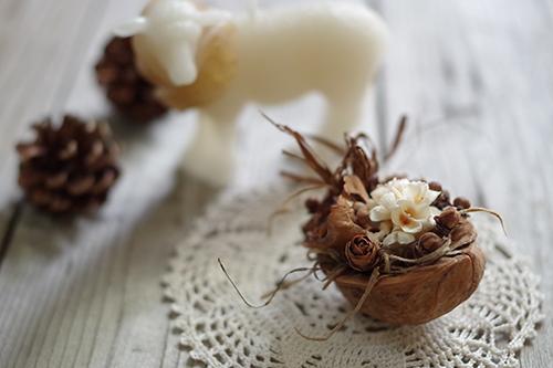 胡桃と木の実のクリスマスアレンジメント