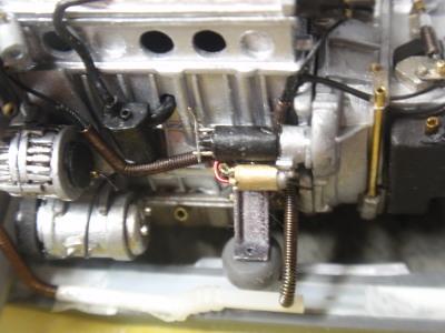 ケーブルカバー エンジン連結部