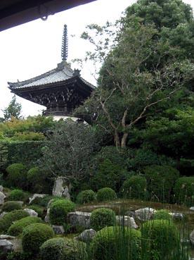 御庭から多宝塔を望む:穴太寺