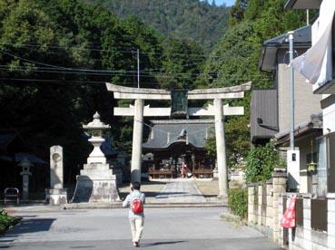 え?神社に入るの?:観音正寺