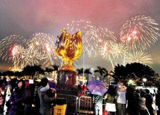 香港ビクトリア湾の花火