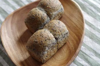 3_27黒ごまパン