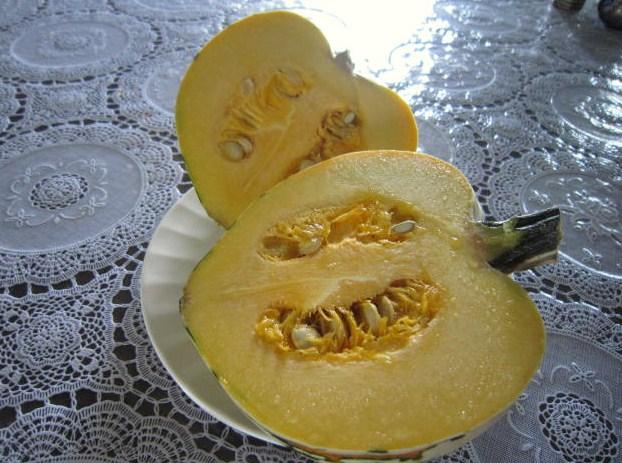 オレンジ色の果肉