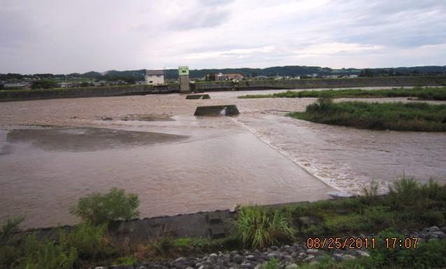 川幅l;ツパイの濁流
