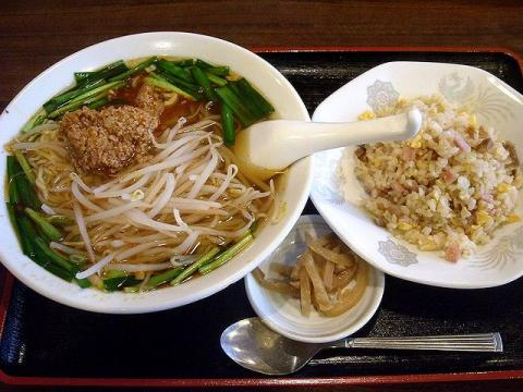 中華美食館三条店・辛口モヤシラーメン&チャーハンセット