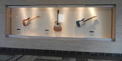 8)飛行機下りたらギターがお出迎え