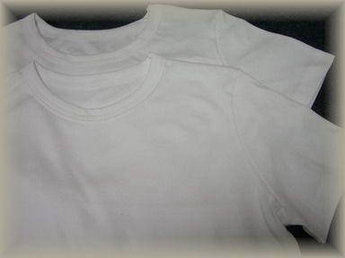 すべりこみ白いTシャツ2枚