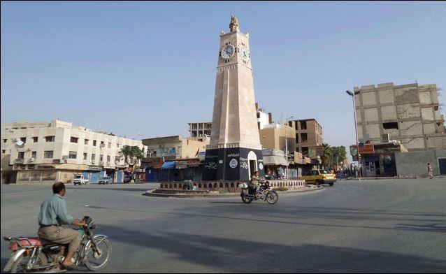 黒旗ラッカの広場