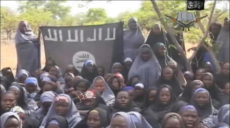 ソマリアのシャバーブの黒旗abc news
