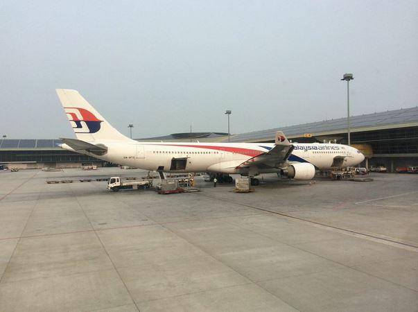 KL空港マレーシア航空機