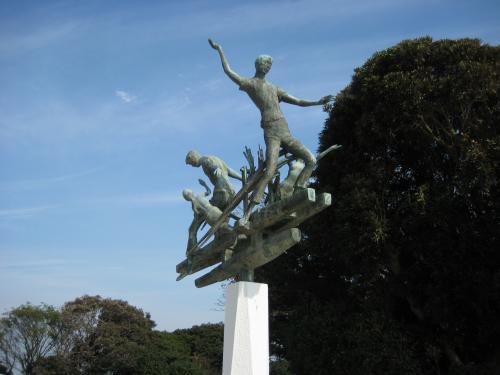 慰霊碑銅像_convert_20111113154736