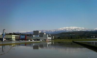 魚津の山と田んぼ20100425
