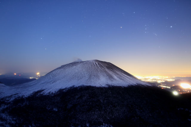 浅間山とオリオン