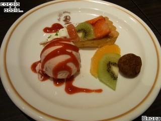 フルーツタルトと苺アイスとチョコ