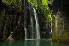 230px-Takachiho_Gorge_by_boat.jpg