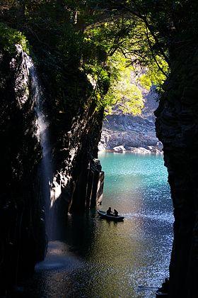 280px-Takachiho-gorge.jpg