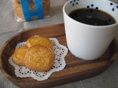 資生堂パーラーのビスケットとコーヒー