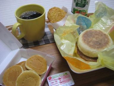 ソーセージエッグマフィンの朝食