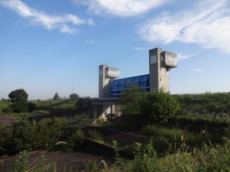 022利根運河水門を通過