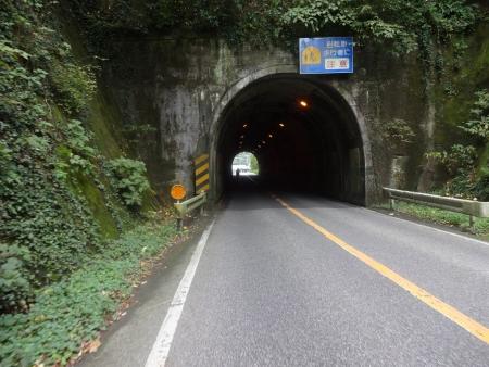 054そしてこんなトンネルや