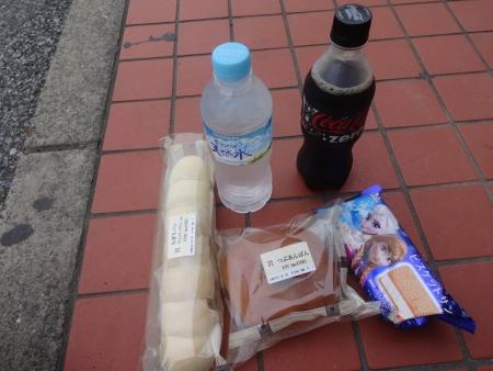 112ちぎりパン、あんぱん、アナと雪の女王アイス、黒コーラを補給