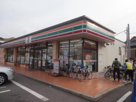 023JR上総湊駅付近のセブン