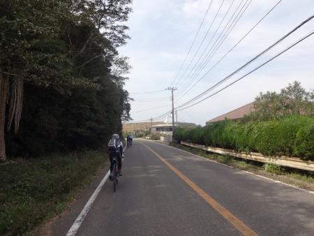 036昼食予定を通り過ぎ、見えてきました洲崎灯台