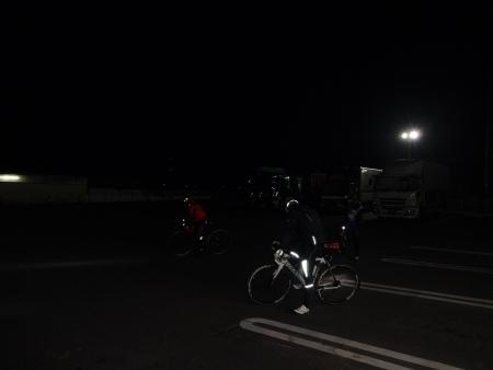 007出発は4時過ぎ、暗い