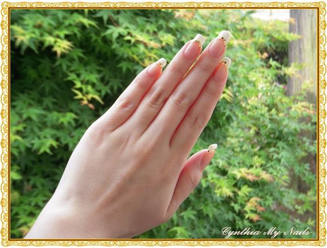 essie_white_hand