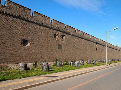 宛平県城の城壁に残る砲弾の跡