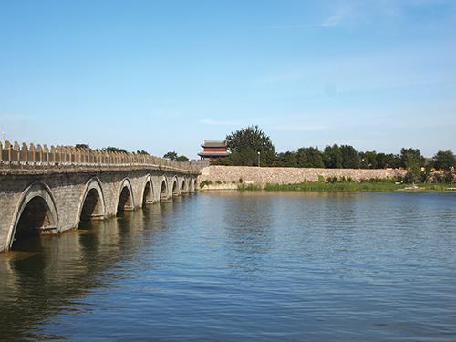 盧溝橋 中州から宛平県城を望む (北京市)