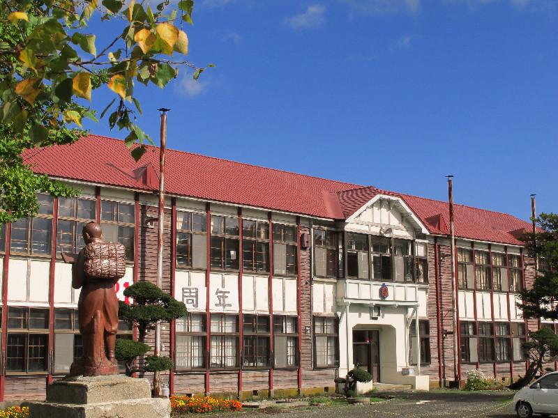 弁華別小学校 味わいのある木造2階建校舎                nw('2013','10','13','16')