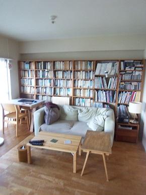 リビング ソファー側の本棚