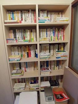 整理した玄関の本棚