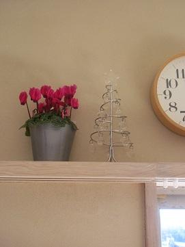 クリスマスツリーと花