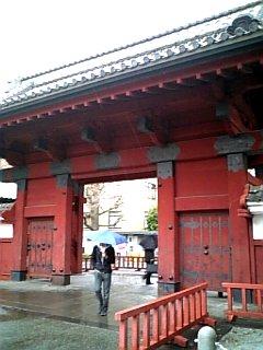 景色 2010年4月2日のウォークラリー 東京大学の赤門