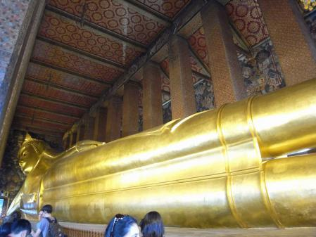 のびのび涅槃仏