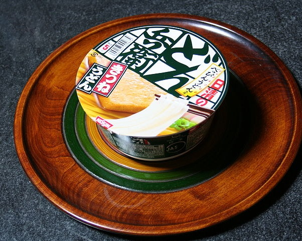 800px-Nissin_Donbei_Kitsune_for_West_Japan_J09_1.jpg