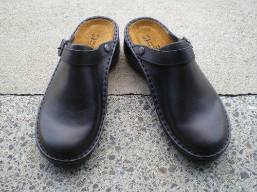 まずご紹介するのは、NAOT 一番人気の 「サボ」 。 サボなのに、結構しっかり歩けます。