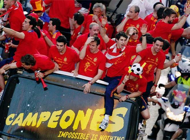 12Espana_recibe_campeones_20100713235055.jpg