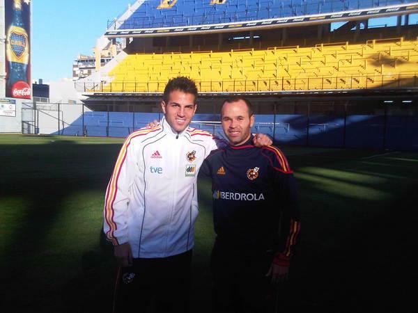 Cesc-Fabregas-Andres-Iniesta-Riachuelo_OLEIMA20100906_0050_1.jpg