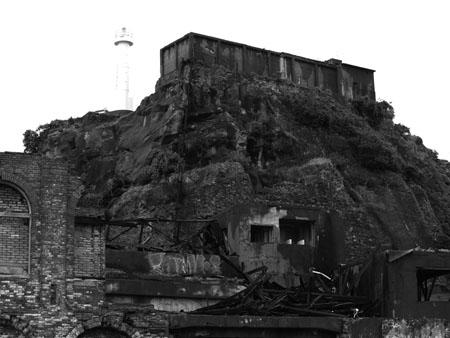 灯台と貯水層