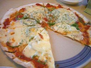 リヴィスタサラミピザ