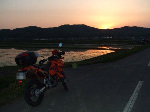 水田と夕日とADV