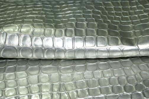合成皮革クロコ柄シルバー