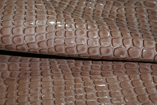 合成皮革クロコ柄チョコ