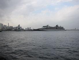 大桟橋と豪華客船