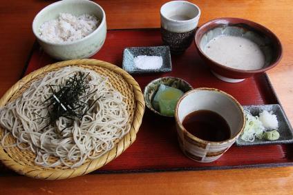じねん亭 十割そば とろろ汁付き + お茶碗ご飯